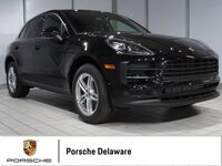 2019 Porsche Macan **PREMIUM PACKAGE PLUS**