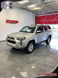 Toyota 4Runner SR5 w/ 3rd Row 2019