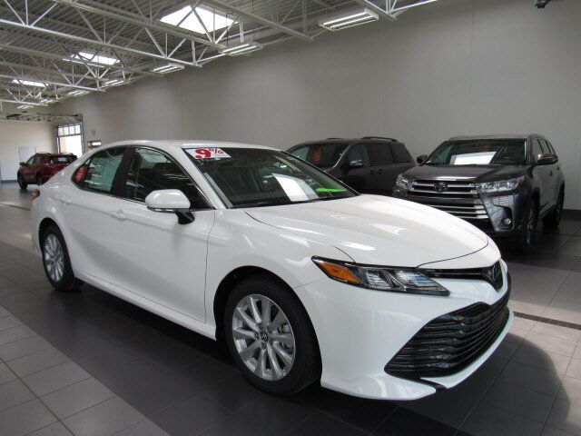 2019 Toyota Camry Hybrid LE Green Bay WI