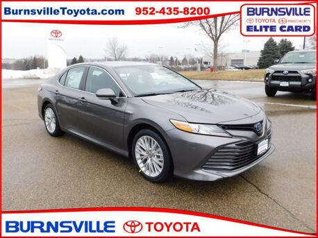 2019_Toyota_Camry Hybrid_XLE_ Burnsville MN