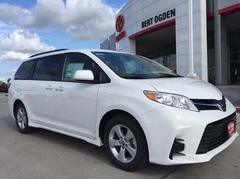 2019_Toyota_Sienna_LE_ Harlingen TX
