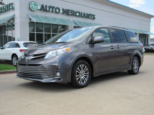 2019 Toyota Sienna XLE  7-Passenger LEATHER, SUNROOF, BLUETOOTH CONNECITIVTY, BACKUP CAMERA, POWER LIFTGATE Plano TX