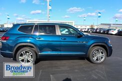 2019_Volkswagen_Atlas_SEL R-Line and 4Motion_ Green Bay WI