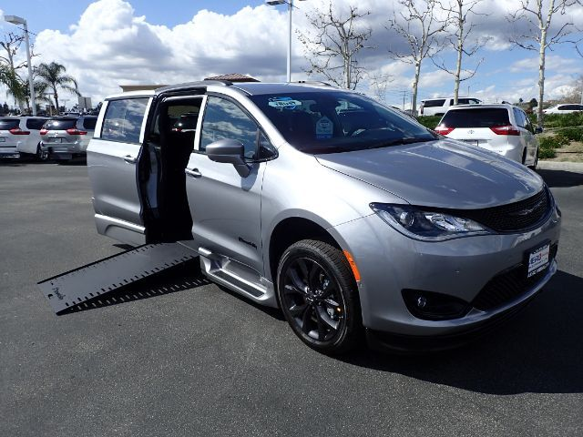 2020 BraunAbility Chrysler Pacifica Touring-L w/ Power Ramp Anaheim CA