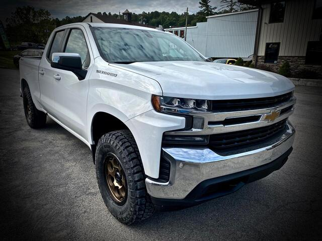 2020_CHEVROLET_SILVERADO 1500 DOUBLE CAB 4X4_LT_ Bridgeport WV
