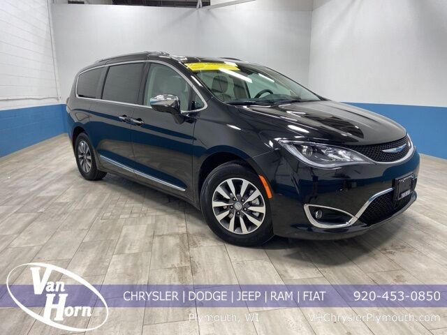 2020 Chrysler Pacifica Hybrid Limited Milwaukee WI