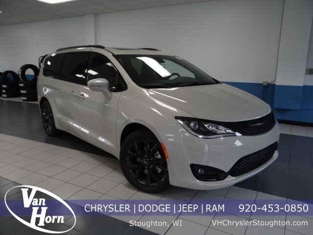 2020 Chrysler Pacifica LIMITED Stoughton WI