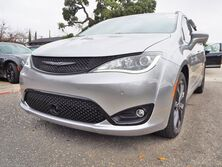 Chrysler Pacifica Limited 35th Anniversary 2020
