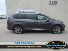 2020_Chrysler_Pacifica_Limited_ Watertown SD