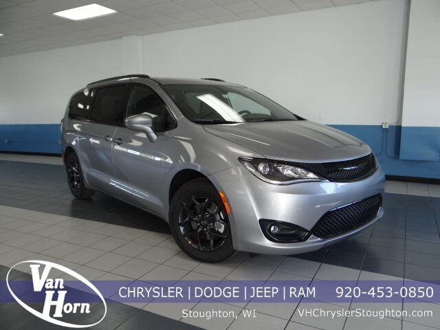 2020 Chrysler Pacifica TOURING L Milwaukee WI