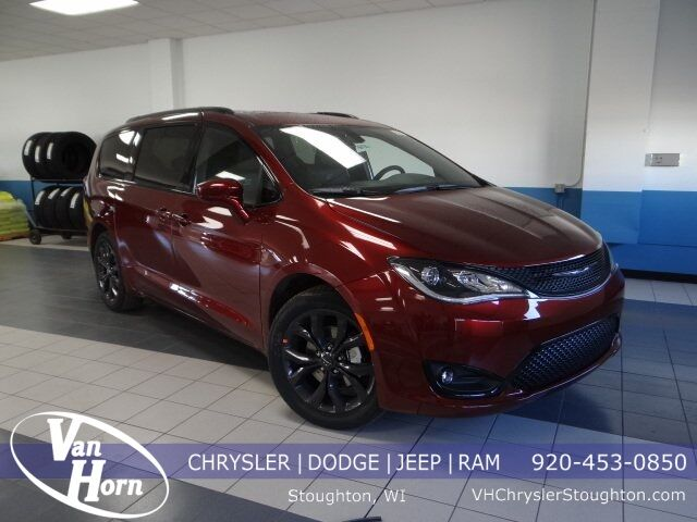 2020 Chrysler Pacifica TOURING L PLUS Stoughton WI