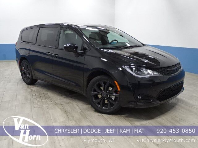 2020 Chrysler Pacifica TOURING Plymouth WI