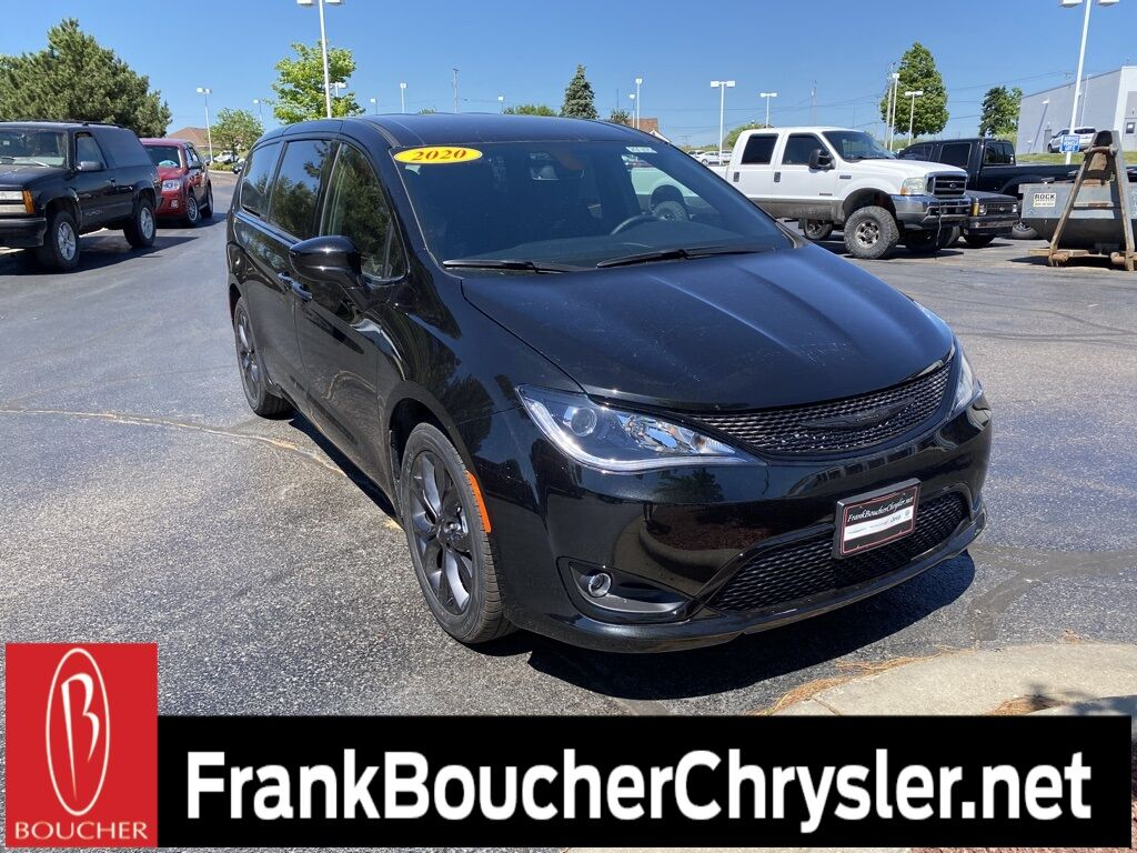 2020 Chrysler Pacifica TOURING Janesville WI