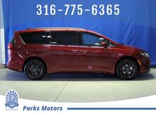 2020_Chrysler_Pacifica_Touring L_ Wichita KS