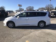 2020_Chrysler_Pacifica_Touring L_ Glenwood IA