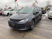 2020_Chrysler_Pacifica_Touring L_ Milwaukee and Slinger WI