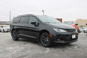2020_Chrysler_Pacifica_Touring L_ Cape Girardeau MO