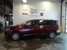 2020_Chrysler_Pacifica_Touring_ Viroqua WI
