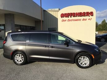 2020_Chrysler_Voyager_LX_ Cape Girardeau MO