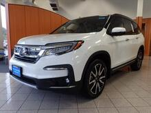 2020_Honda_Pilot_Touring w/Rear Captains Chairs_ Ellisville MO