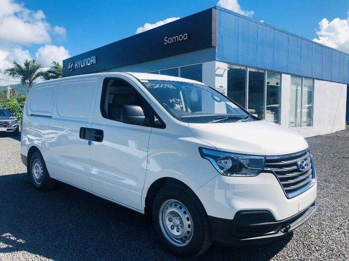 2020 Hyundai H-1 CARGO 3 PASSENGER 2.5L DIESEL 6-Speed Manual Transmission 2.5L DIESEL 2WD 5AT Vaitele
