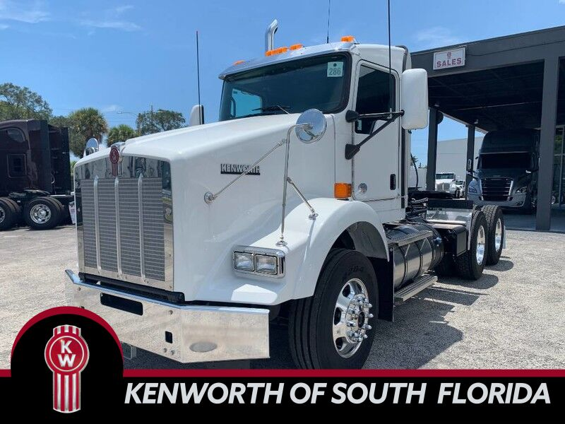 2020 Kenworth T800 Day Cab
