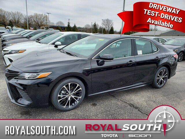 2020 Toyota Camry Hybrid SE Bloomington IN