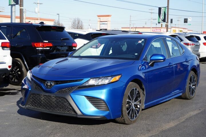 2020 Toyota Camry SE Fort Wayne Auburn and Kendallville IN