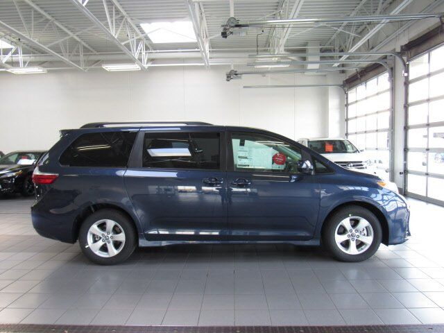 2020 Toyota Sienna LE Green Bay WI