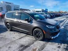 2021_Chrysler_Pacifica Hybrid_Limited_ Milwaukee and Slinger WI