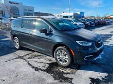 2021_Chrysler_Pacifica_Touring_ Milwaukee and Slinger WI