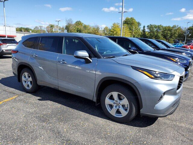 2021 Toyota Highlander LE Bloomington IN