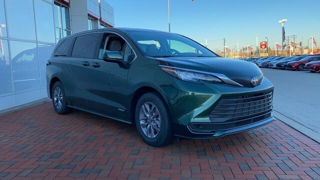 2021 Toyota Sienna LE Green Bay WI