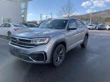 2021_Volkswagen_Atlas Cross Sport_3.6L V6 SE w/Technology R-Line_ Keene NH