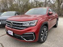 2021_Volkswagen_Atlas Cross Sport_3.6L V6 SEL Premium R-Line_ Mason City IA