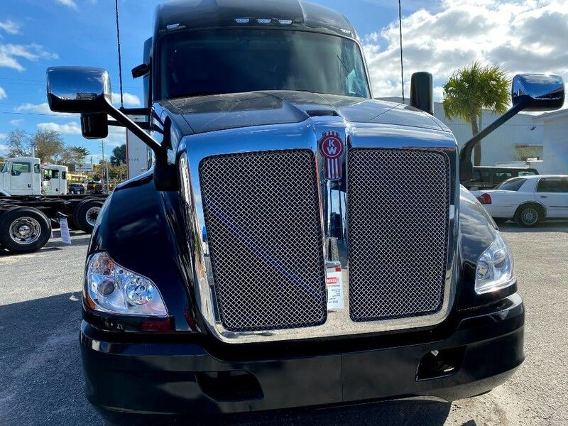 "2022 Kenworth T680 76"" AERODYNE SLEEPER Fort Lauderdale FL"