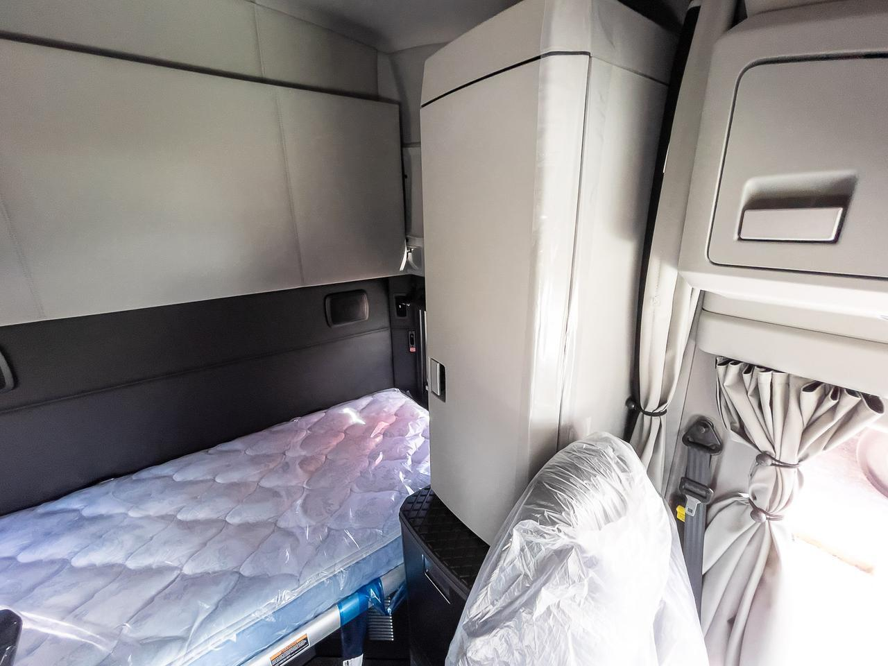 2022 Kenworth T680 Sleeper Fort Lauderdale FL