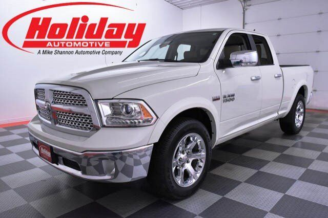 vehicle details 2017 ram 1500 at holiday automotive fond du lac holiday automotive. Black Bedroom Furniture Sets. Home Design Ideas