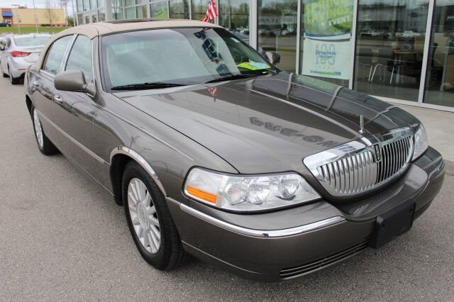 2004 Lincoln Town Car ULTIM Green Bay WI
