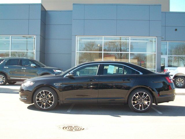 2017 Ford Taurus SHO Green Bay WI