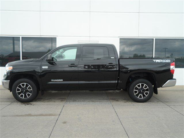 2015 toyota tundra crewmax trd off road moline il 9165260. Black Bedroom Furniture Sets. Home Design Ideas