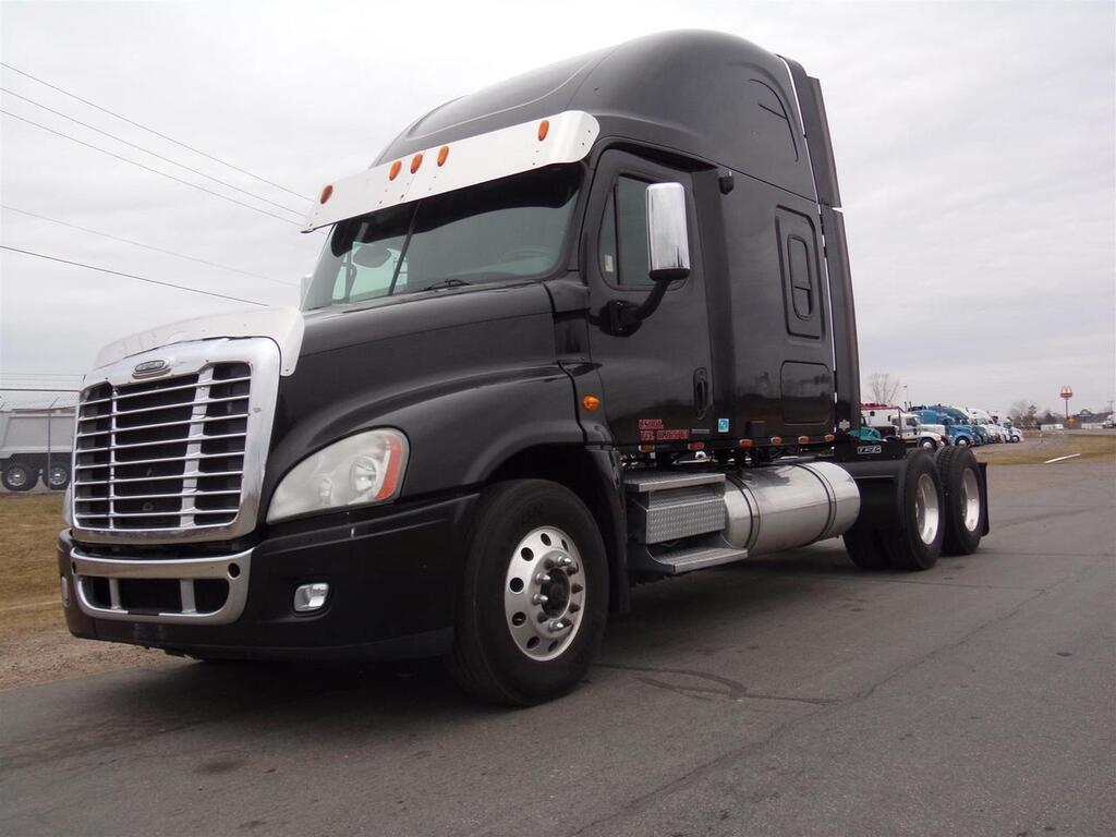 2008 Freightliner Cascadia 72 Inch Raised Roof Eau Claire