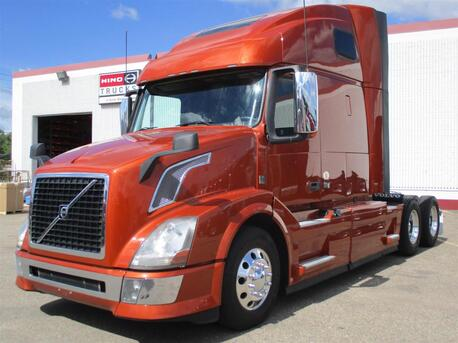 2014 Volvo VNL64T670 52 Inch Double Bunk Raised Roof Eau Claire MN