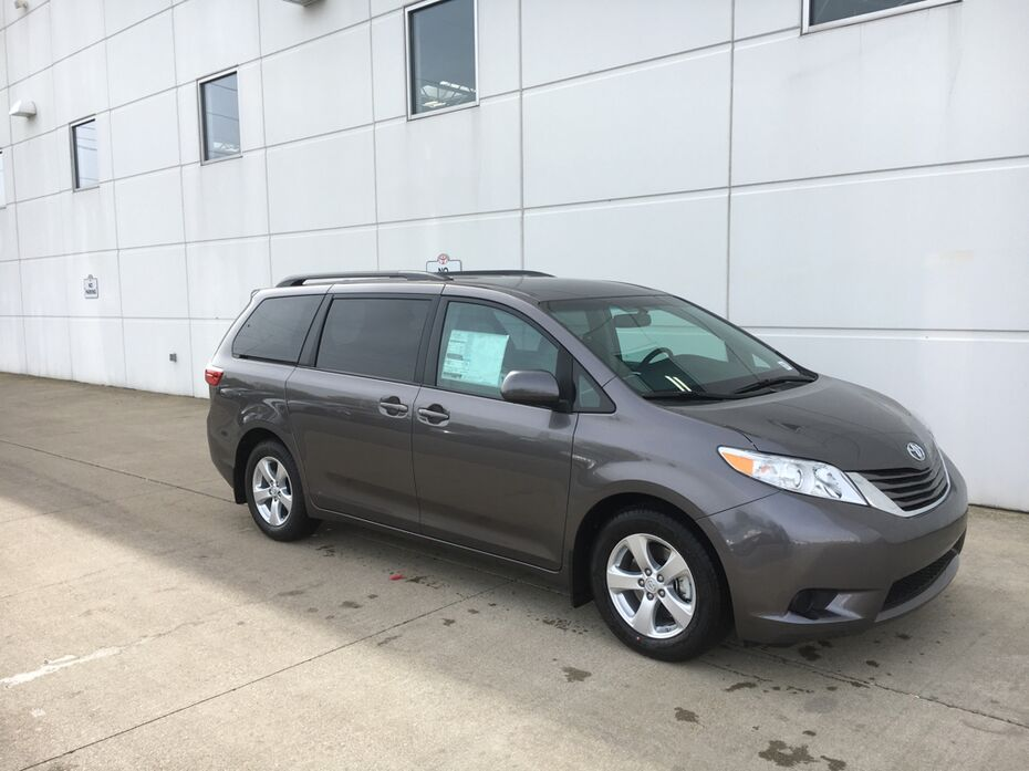 2017 toyota sienna le w heated leather lafayette in 18086700. Black Bedroom Furniture Sets. Home Design Ideas